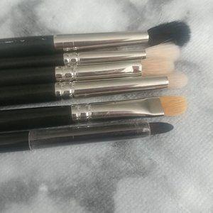 Mac eyeshadow brushes & Laura Mercier liner brush